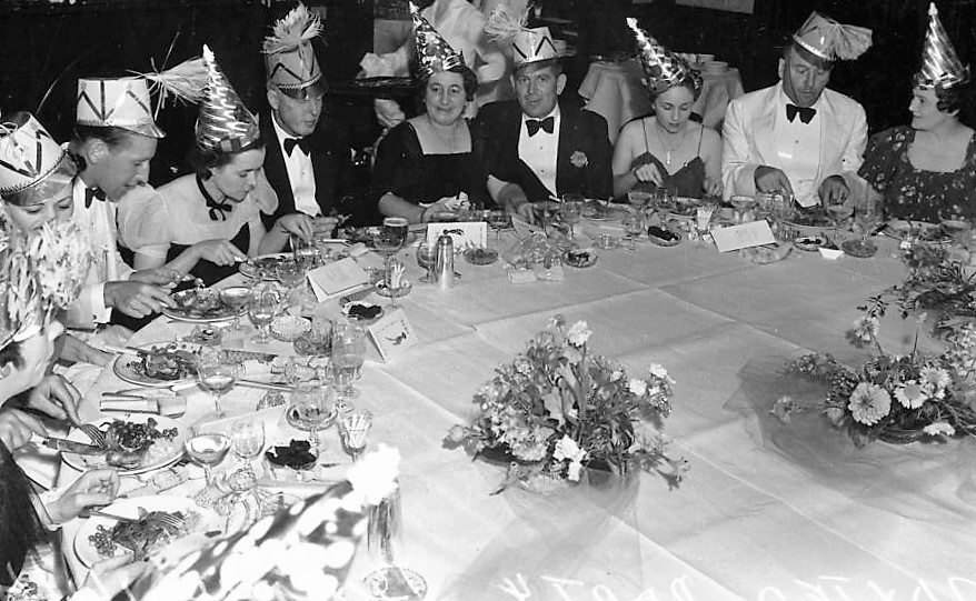 statelibqld_1_106448_celebrations_at_the_belle_vue_hotel_brisbane_january_1940